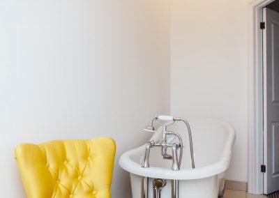 Bathroom in Room 8 at Highcliffe B and B